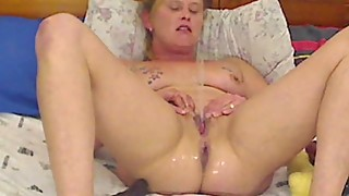 slutty wife sprays after double penetrating herself
